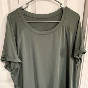 Tops - Very comfy and stretchy basic tee